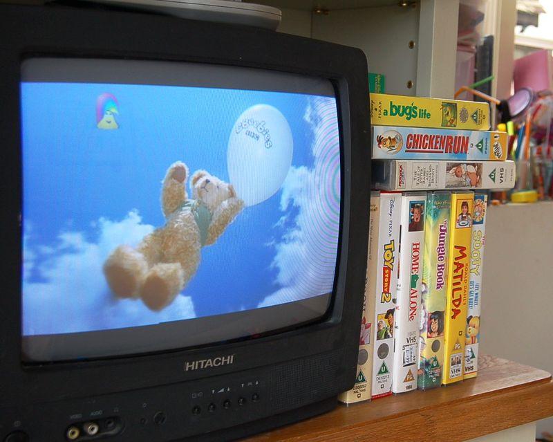 Oscar watching TV 025